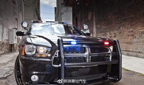 在剧中担任警车的道奇·战马(Dodge Charger)