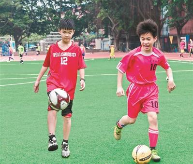 陈方卓(左)和陈健聪(右)在一起训练。