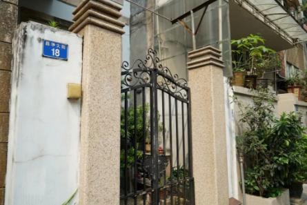 这座房屋曾是原广州市商会主席何缉屏的住所