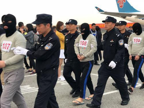 广东公安机关将犯罪嫌疑人押解回国