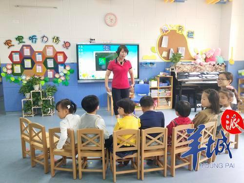 聋童家长:人工耳蜗太贵,不少幼儿园害怕担责拒收孩子