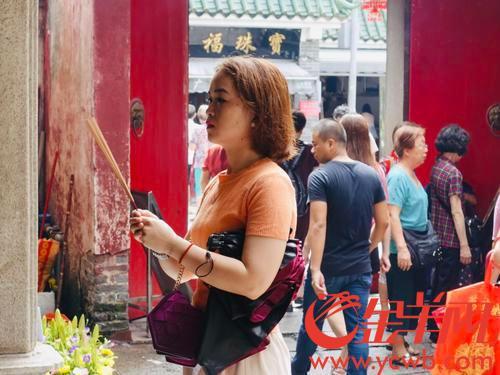 华林禅寺香火鼎盛