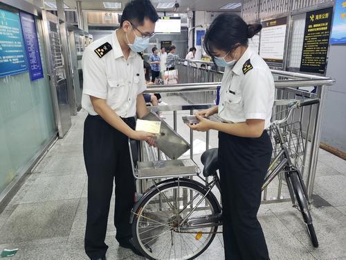 男子用自行车藏匿走私20部手机 在深圳入境被截获
