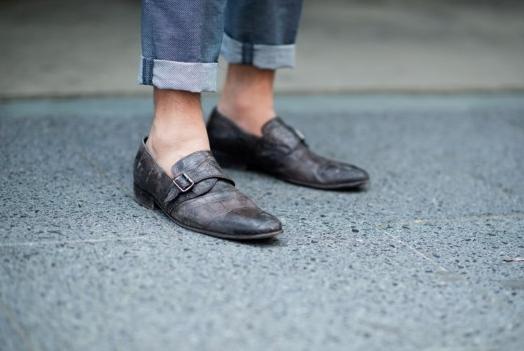 生活中,很多年轻人有个穿衣服的习惯,看起来特别时尚: