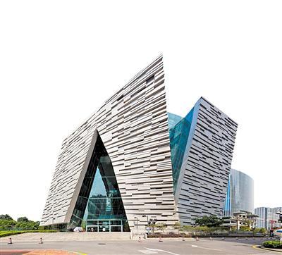 广州图书馆,仿若城市中央的文化客厅,开放、包容却有着不动声色的设计感。