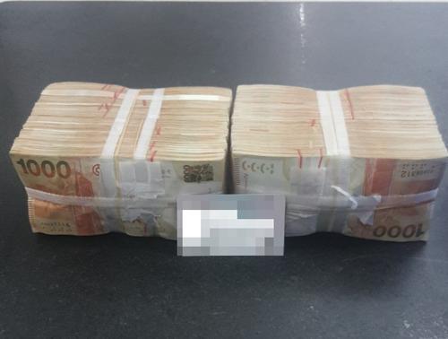 男子在珠海拱北口岸被查 违规携200万港元现钞进境