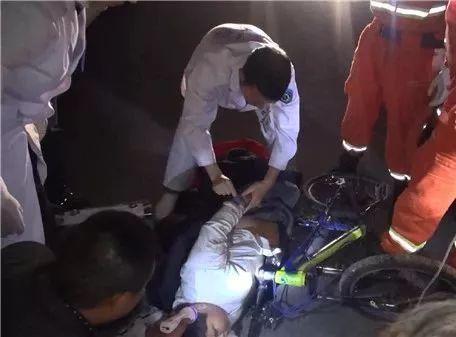 男孩骑车被把手插入腹腔命悬一线 这动作太危险(图)