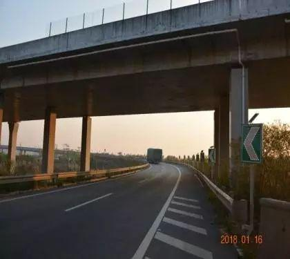 乐广高速南行花山北立交转大广北行匝道急弯路段