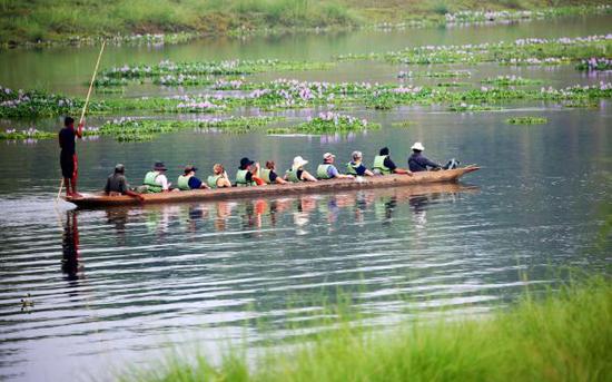 在齐达旺国家公园乘独木舟