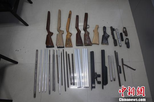 南雄公安缴获的枪支。警方供图