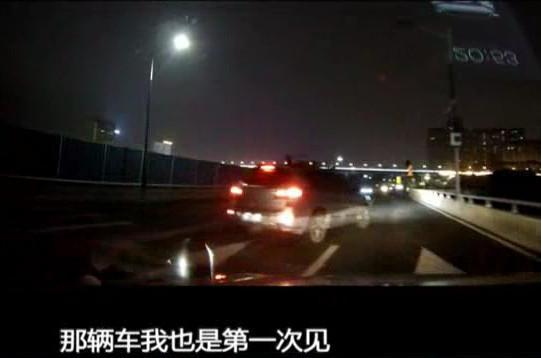 赵先生称,自己已经报警并到交警队备案,目前正等候警方的调查结果。