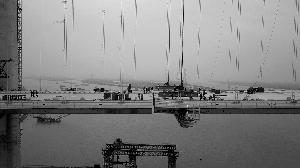 昨日,虎门二桥大沙水道桥钢箱梁吊装架设顺利完毕。 信息时报记者陈引 摄
