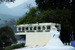 南岭国家森林公园门口的雪人。信息时报记者 叶伟报 摄