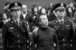 主犯陈志伟在庭审现场。通讯员 供图