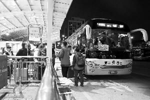 如约巴士保障广州南站春运的接驳工作。