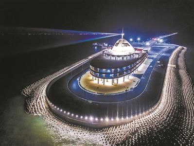 港珠澳大桥海上的人工岛。广报全媒体记者陈治家 通讯员唐丽娟 摄