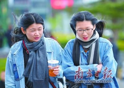 10日,羊城天气由湿冷转为干冷,路上行人依旧穿着厚实衣服出门。南方日报记者肖雄摄