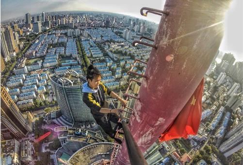 咏宁攀爬高楼从来不戴保护设备