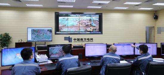 南沙供电局运营监控中心运用5G技术防止外力破坏。(南沙供电局供图)