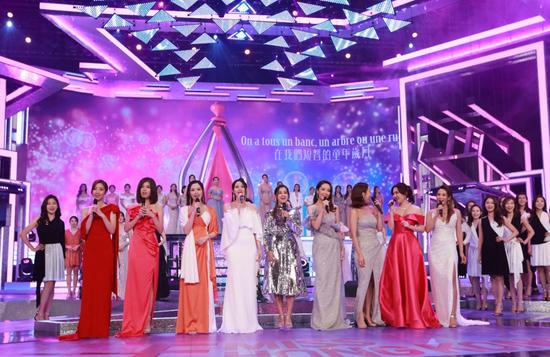 慧妍雅集代表及历届香港小姐隆重登场揭开序幕,联同'2020香港小姐冠军'兼'最上镜小姐'谢嘉怡一同献唱香港小姐主题曲。