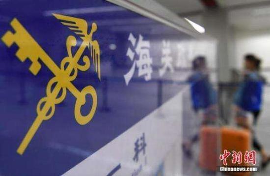广东湛江海关查获大量非法入境液态奶和植物种子