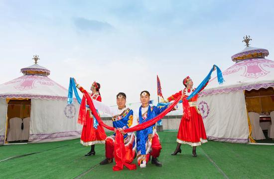 蒙古小姐姐翩翩起舞
