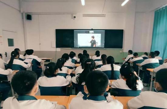 孙杰老师为吉木乃的孩子在线授课