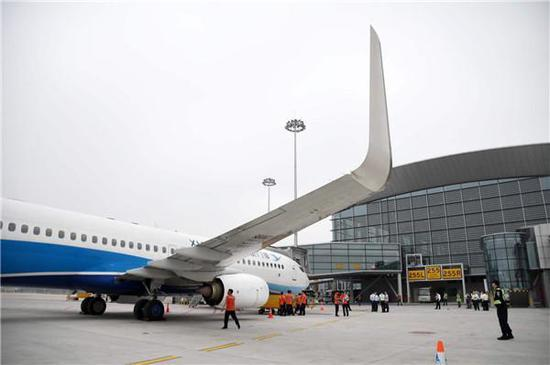厦门航空广州飞厦门航班MF8306成首个出发航班(来源 广州日报)