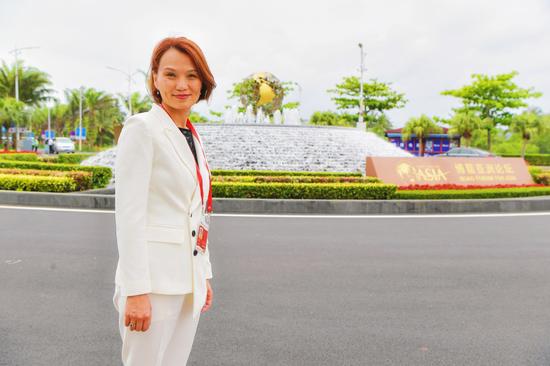 屈翠容女士应邀出席2018年博鳌亚洲论坛