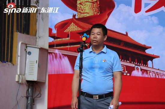 海头街道东纯村党支部书记杨路平发言  陈婷摄