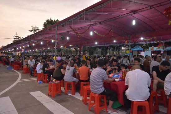 3000逾名街坊相聚龙舟宴