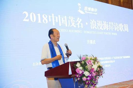 中国诗歌万里行组委会主任、著名诗人晓雪致辞