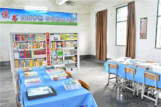 《资助50所贫困山区小学兴建图书室项目》