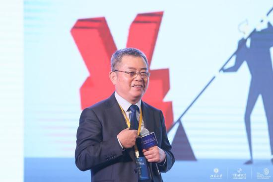 中央财经大学金融学院教授、博士生导师、中国银行业研究中心主仸郭田勇