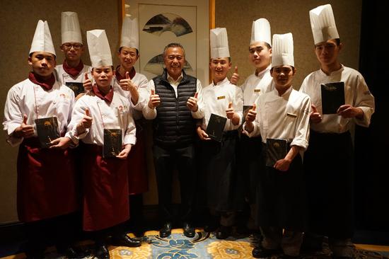 李惠中主席看望在成都香格里拉工作实习的希望厨师