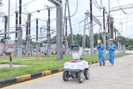 南方电网公司抓住新一轮科技革命和产业变革的历史性机遇,促进能源与现代信息技术深度融合。(南方电网公司供图)