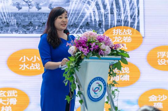 佳兆业国际乐园集团销售部部门总经理马俪玲女士介绍项目的多样性