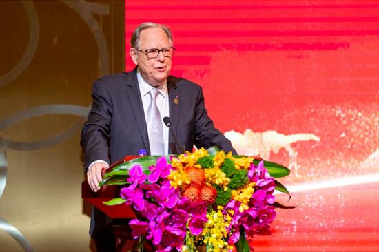 蒙特卡洛马戏节副主席乌尔斯•皮尔兹表示中国国际马戏节已达到了国际顶尖水平