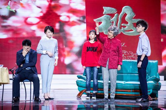 小品《出发!去武汉》演员:舒力生、禤智红、张和平、黄梓轩、萧诗琳