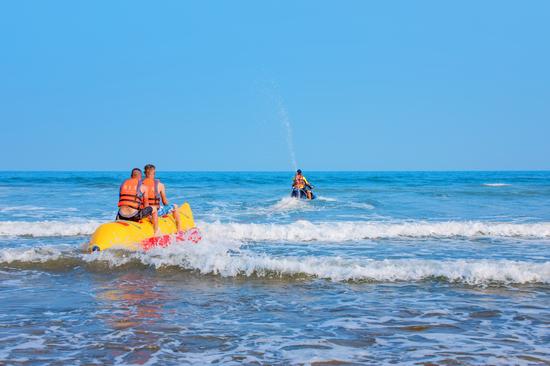 鼎龙湾·沙滩俱乐部香蕉船项目