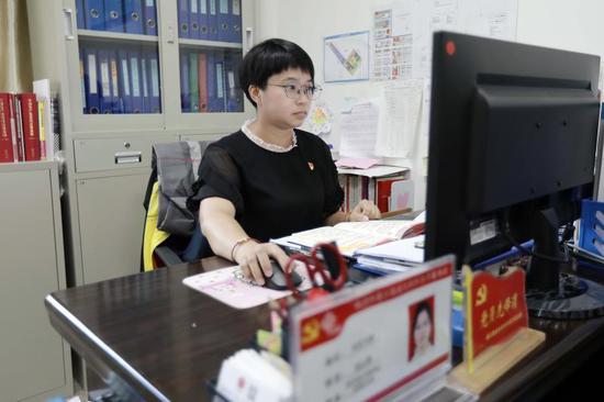 """珠江街泰安社区居委会书记凌云斯:""""街坊会心的笑是令我最幸福的"""""""
