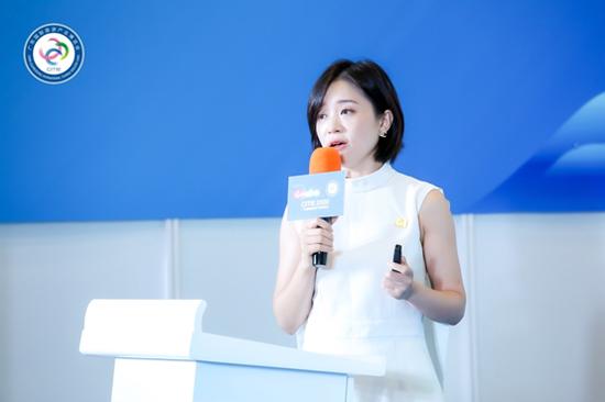 新旅界创始人、CEO李阳发表演讲