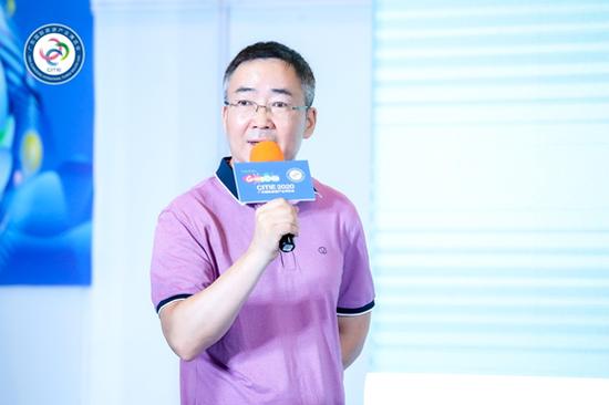 中国社会科学院城市与竞争力研究中心副主任、研究员刘彦平发表演讲