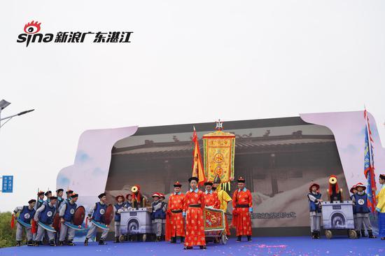 民俗表演《通明村白鸽寨龙门阵——水师出征》