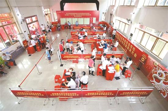 夏北社区宝华股份经济合作社在举行表决。