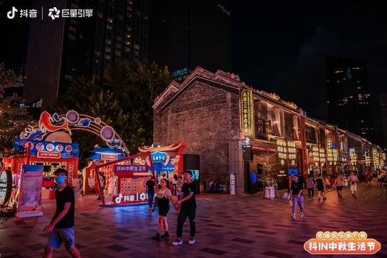 月球市集派对中秋登陆羊城 巨量引擎助市民吃喝玩乐游广州