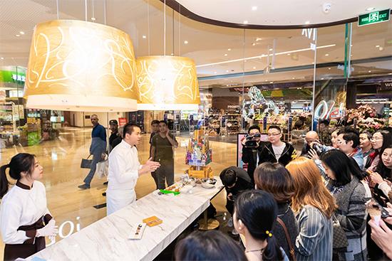 巧克力大师王艳炫先生向来宾重新演绎代表纽约的巧克力