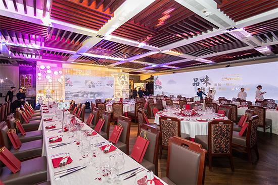 """澳门金沙城中心屡获殊荣的""""朝""""餐厅呈现一场独具匠心的""""品味淮扬""""传奇盛宴。"""