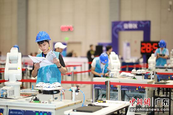 广东举办职工工业机器人职业技能竞赛