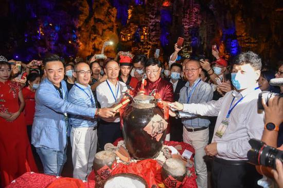 宝晶宫第四届温泉节暨首届洞藏酒开坛节开幕